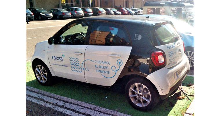Vehículo de Aquavall y Facsa para realizar la lectura de contadores de agua en Valladolid
