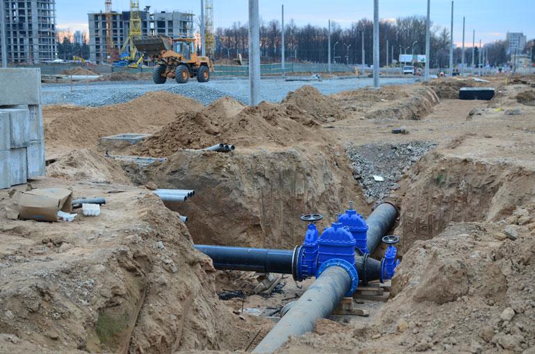 Obra en redes de distribución de agua en una ciudad