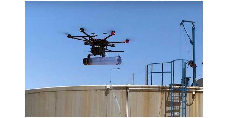 Dron sobrevolando una EDAR para monitorizar los olores gracias al proyecto SniffDrone de DAM e IBEC