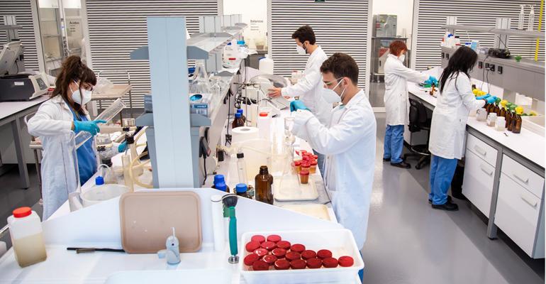 Laboratorio de detección de coronavirus en aguas residuales
