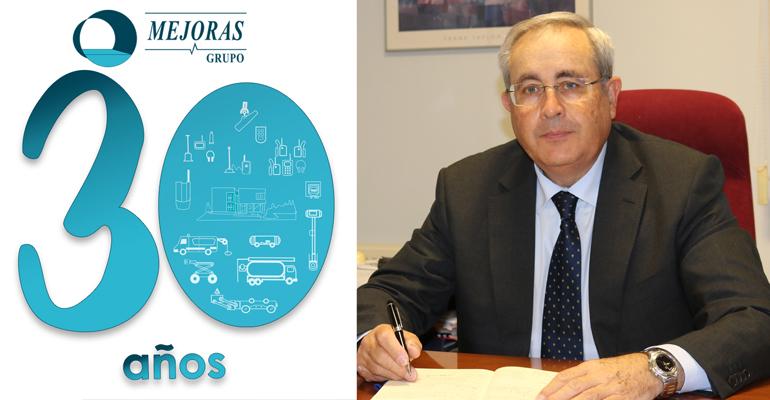 Miguel Vázquez, gerente de Grupo Mejoras, y logo de su 30 aniversario