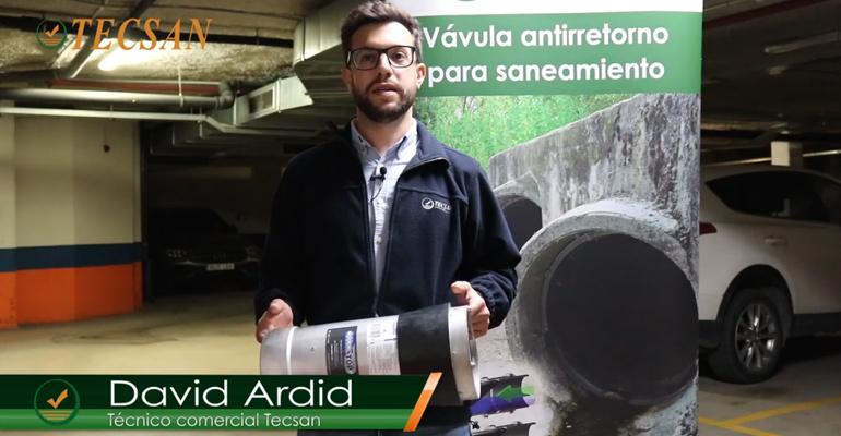 El técnico comercial de Tecsan, David Ardid, explica en un vídeo cómo se instala y mantiene la válvula WaStop de Grupo Mejoras